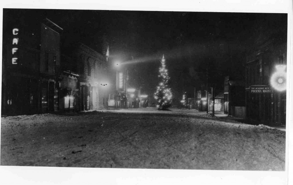 Probably a Christmas night in the '40's. (Courtesy of the Telluride Historical Museum)